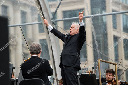 Argentinian-Israeli conductor Daniel Barenboim stands during a concert under the slogan 'Opera for All' on an open air stage in Berlin, Germany, 16 June 2019. For more than a decade the Staatskapelle Berlin and Daniel Barenboim have been playing an open-air concert for residents of Berlin and their guests.