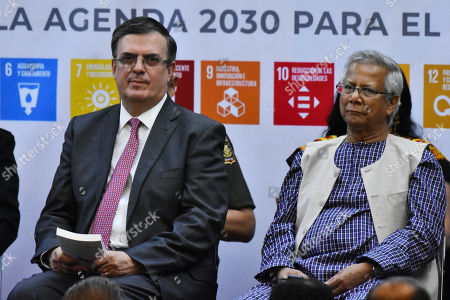 Mexican chancellor Marcelo Ebrard and Muhammad Yunus