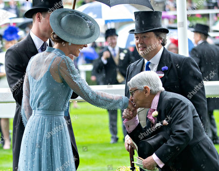 Willie Carson kisses the hand of Catherine Duchess of Cambridge.
