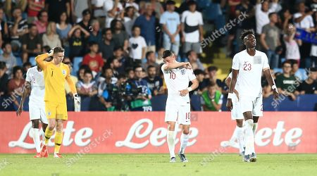 Phil Foden ,Tammy Abraham  and Dean Henderson of England  dejected after France 2nd goal