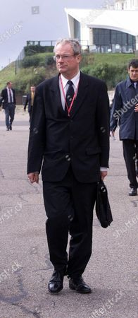 Labour Party Conference 1999: Chris Smith (now Baron Smith Of Finsbury) Walks From The Hotel To Conference In Bournemouth Lord Smith
