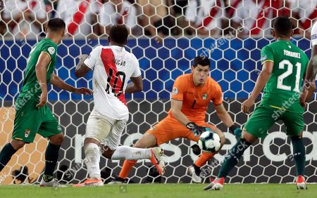 Peru's Jefferson Farfan (10) makes an attempt on goal as Bolivia's goalkeeper Carlos Lampe stops the ball during a Copa America Group B soccer match at Maracana stadium in Rio de Janeiro, Brazil