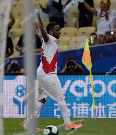 Peru's Jefferson Farfan celebrates scoring his side's 2nd goal against Bolivia during a Copa America Group A soccer match at the Maracana stadium in Rio de Janeiro, Brazil