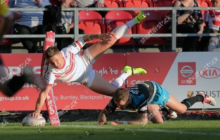 Tommy Makinson of St Helens goes for a try at the corner  with Richie Myler of Leeds Rhinos following ..