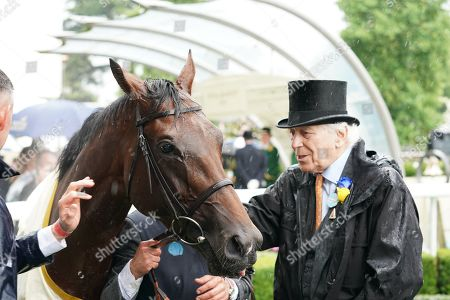Royal Ascot Day 2, Ascot Racecourse. The Prince Of Wales's Stakes. Owner Sir Evelyn De Rothschild with Crystal Ocean in the winners enclosure.