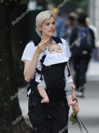 Agyness Deyn and her child