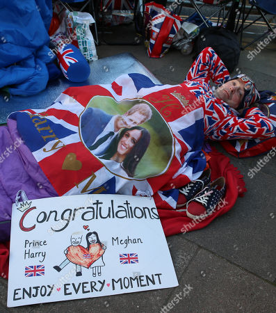 John Loughrey Wakes Up After Sleeping Out On The Pavement Near Windsor Castle Windsor Ahead Of The Royal Wedding Of Prince Harry To Meghan Markle.
