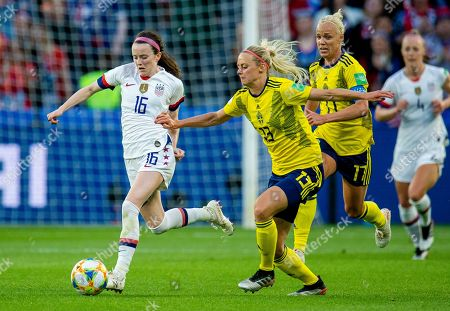 USA's Rose Lavelle (L) in action with Sweden's Amanda Ilestedt (R) during the FIFA Women's World Cup 2019 group F match between Sweden and USA in Le Havre, France, 20 June 2019.