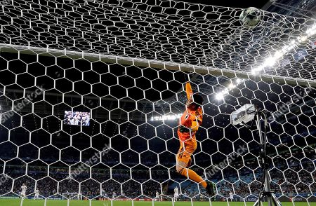 Japan's goalkeeper Eiji Kawashima in action during the Copa America 2019 Group C soccer match between Uruguay and Japan, at Arena do Gremio Stadium in Porto Alegre, Brazil, 20 June 2019.