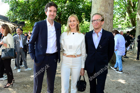 (L-R) General manager of Berluti Antoine Arnault, US actress Kelly Rutherford and her boyfriend, screenwriter Chum Langhorne arrives for the show of Berluti during the Paris Fashion Week, in Paris, France, 21 June 2019. The presentation of the Spring/Summer 2020 menswear collections runs from 18 to 23 June.