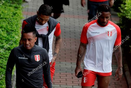 Paolo Guerrero (C), Christian Cueva (L) and Jefferson Farfan (R) from Peru participate in a training, in Sao Paulo, Brazil, 21 June 2019.  Peru faces Brazil on 22 June for the Copa América 2019.