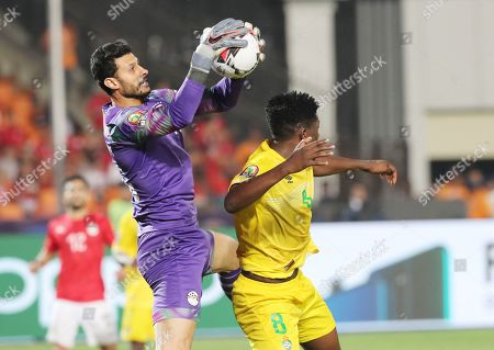 Egypt's Mohamed El Shenawy (L) in action against Zimbabwe's Marshall Munetsi during the opening match of the 2019 Africa Cup of Nations (AFCON) between Egypt and Zimbabwe at Cairo International Stadium in Cairo, Egypt, 21 June 2019. The 2019 Africa Cup of Nations (AFCON) will take place from 21 June until 19 July 2019 in Egypt.