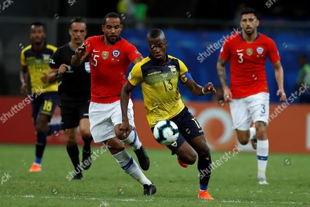 Enner Valencia (2-R) of Ecuador in action against Jean Beausejour (L) of Chile during the Copa America 2019 Group C soccer match between Ecuador and Chile at the Arena Fonte Nova Stadium in Salvador, Brazil, 21 June 2019.