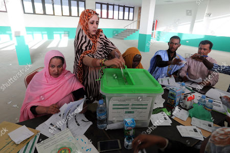 A Mauritanian woman casts her ballot at a polling station during the Presidential election  in Nouakchott, Mauritania, 22 June 2019.  Mauritania votes on 22 June for the first round of a presidential election for a successor to President Mohamed Ould Abdel Aziz, who is stepping down after his second and final term in office.