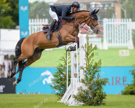 Guy Williams (GBR) riding ROUGE DE RAVEL wins the The CMH-TV Hickstead Master's Trophy.
