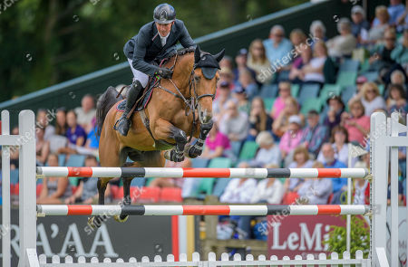 Stock Photo of Guy Williams (GBR) riding ROUGE DE RAVEL wins the The CMH-TV Hickstead Master's Trophy.