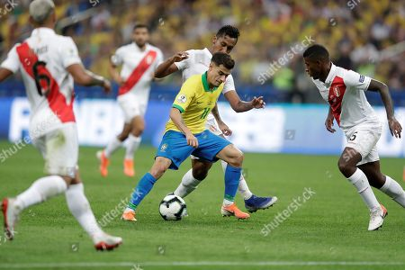 Brazil's Philippe Coutinho (C) vies for the ball with Peru's Miguel Araujo during the Copa America 2019 Group A soccer match between Peru and Brazil, at Arena Corinthians Stadium in Sao Paulo, Brazil, 22 June 2019.