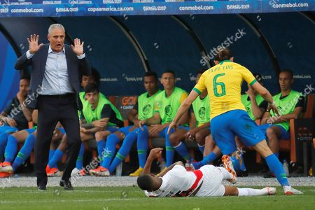 Brazil's head coach Tite (L) observes Brazilian Filipe Luis (R) and Peruvian Andy Polo in action during the Copa America 2019 Group A soccer match between Peru and Brazil, at Arena Corinthians Stadium in Sao Paulo, Brazil, 22 June 2019.
