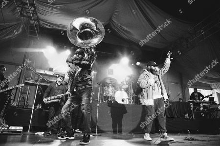 The Roots - Kirk Douglas, David Guy, Damon Bryson, Questlove and Black Thought
