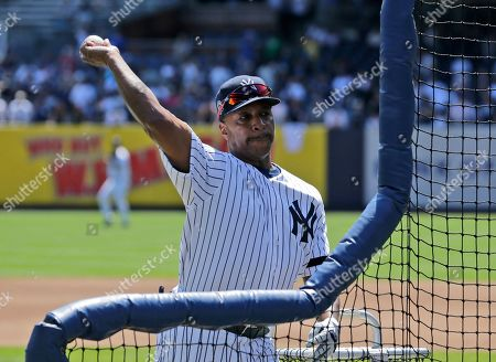 Former New York Yankee Willie Randolph warms up during Old Timer's Day at Yankee Stadium, in New York