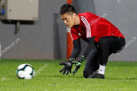Japan's national soccer team goalkeeper Eiji Kawashima participates in a training session at the Mineirao stadium, in Belo Horizonte, Brazil, 23 June 2019.