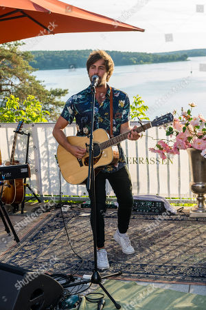 Max Giesinger performs during the charity summer party 'Ein Herz fuer Kinder' (A Heart for Children) in Berlin, Germany, 24 June 2019 (issued 25 June 2019). The organization collected donations for children's charity organizations in Germany and the whole world.