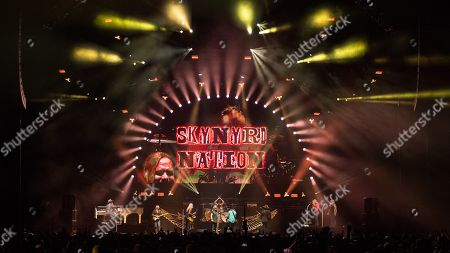 Lynyrd Skynyrd - Gary Rossington, Rickey Medlocke, Johnny Van Zant, Michael Cartellone, Mark Matejka and Peter Keys