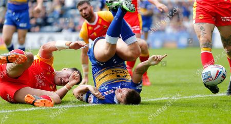 Jack Walker of Leeds Rhinos touches down for the 5th try