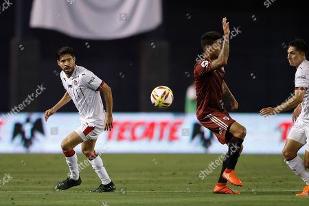 Chivas forward Oribe Peralta, left, battles River Plate midfielder Jorge Carrascal during the second half of a Colossus Cup soccer match, in San Diego
