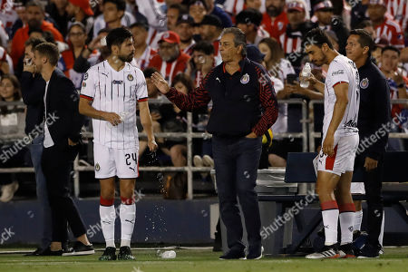 Chivas forward Oribe Peralta, left, talks with Chivas coach Tomas Boy during the second half of a Colossus Cup soccer match against River Plate, in San Diego