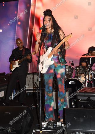 Judith Hill performing