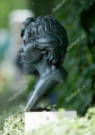 A Bust of Virginia Wade sits outside the All England Lawn Tennis and Croquet Club