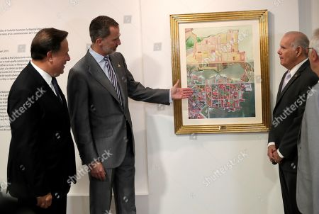King Felipe VI of Spain (2-L) points to the picture of the graphic artist and sculptor Teresa Esteban, in which she interprets in a contemporary key one of the first maps of the historic center of Panama, which King presented as a gift to the city, next to Ernesto Boyd (R) of the Panama Viejo Board of Trustees and the President of Panama Juan Carlos Varela (L), during a tour of the archaeological site of the Old Panama, with which the King inaugurated the official agenda of his visit to the Central American country, in Panama City, Panama, 30 June 2019. According to reports, King Felipe VI highlighted the transcendence of the history and common legacy of Spain and Latin America in the tribute paid to the City of Panama to mark the fifth centenary of its foundation.