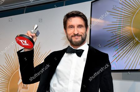 Jonathan LaPaglia of Australian Survivor: Champions Vs Contenders poses with the Logie for Most Outstanding Reality Program during the 2019 Logie Awards at The Star Casino on the Gold Coast, Australia, 30 June 2019. ( )