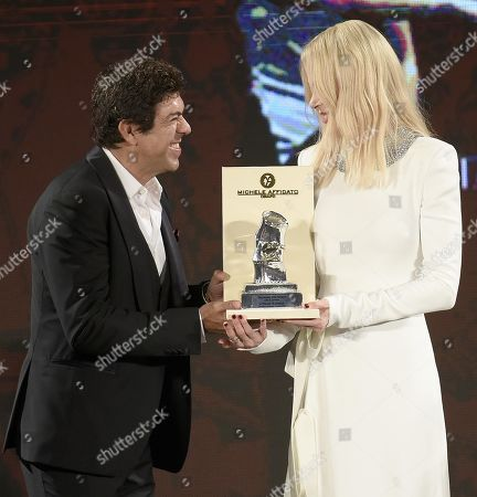 Stock Image of Nicole Kidman (R) receives the 'Taormina Art Award' from Italian actor Pierfrancesco Favino (L) during a ceremony at the Teatro Antico as part of the 65th annual Taormina Film Festival, in Taormina, Sicily Island, Italy, 01 July 2019. The festival runs from 30 June to 06 July.