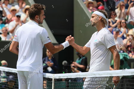 Stan Wawrinka shakes hands with Ruben Bemelmans after the first round match
