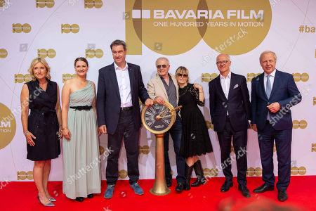 Iris Ostermaier, Judith Gerlach, Markus Soeder, Wolfgang Petersen und Frau Maria, Dr. Christian Franckenstein, Tom Buhrow