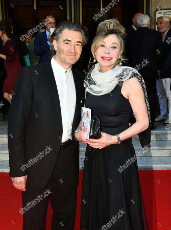 Grace de Capitani and son Mari
