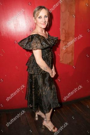 Lesley Sharp (Sal)