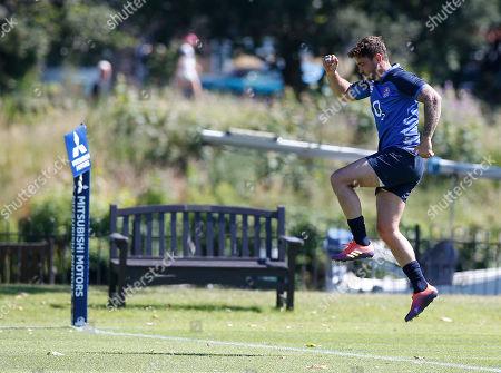 Danny Cipriani leaps