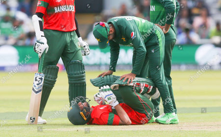 Mahmudullah of Bangladeshz gets some Pakistan help after being hit in the knackers by a Mohammad Amir of Pakistan ball