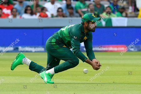 Babar Azam of Pakistan drops a catch from Mohammad Mahmudullah Riyad of Bangladesh during the ICC Cricket World Cup 2019 match between Pakistan and Bangladesh at Lord's Cricket Ground, St John's Wood