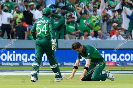 5 Wickets - Shaheen Afridi of Pakistan prays as he celebrates taking the wicket of Mohammad Mahmudullah Riyad of Bangladesh during the ICC Cricket World Cup 2019 match between Pakistan and Bangladesh at Lord's Cricket Ground, St John's Wood