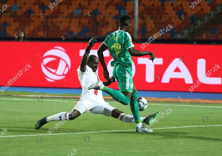 Denis Onyango (L) of Uganda and Ismaila Sarr of Senegal in action during the 2019 Africa Cup of Nations (AFCON 2019) round of 16 soccer match between Uganda and Senegal in Cairo Stadium in Cairo, Egypt, 05 July 2019