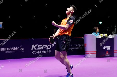 Wong Chu Ting (C) and Doo Hoi Kem (not pictured) of Hong Kong celebrate after defeating Xu Xin and Liu Shiwen of China during the mixed doubles table tennis finals at the Seamaster 2019 International Table Tennis Federation (ITTF) World Tour Shinhan Korea Open in Busan, South Korea, 06 July 2019.