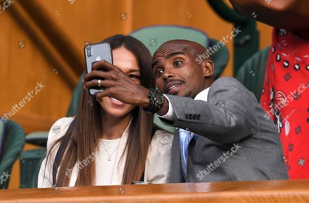 Mo Farah and Tania Nell taking a selfie on Centre Court