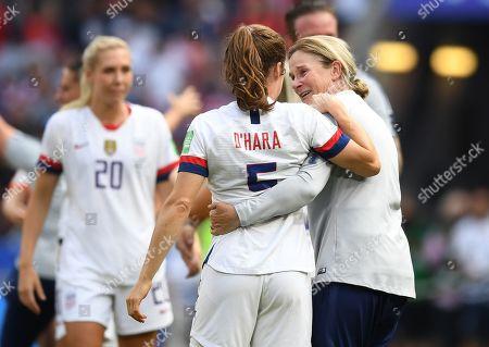 Jill Ellis head coach of USA celebrates with Kelley O'Hara of USA at full time