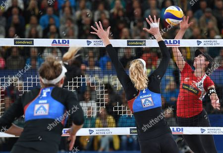 Canada's Melissa Humana-Paredes (R) in action against USA's Alix Klineman (C) and April Ross during the Beach Volleyball World Championships match in Hamburg, Germany, 06 July 2019.