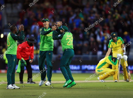 Chris Morris of South Africa celebrates with his team-mates at the end of the game