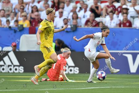 Goalkeeper Hedvig Lindahl of Sweden misses the ball as Jodie Taylor of England closes in